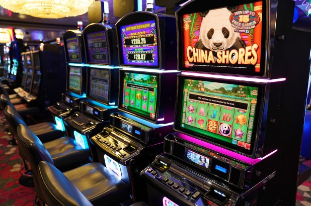 Seven Invaluable Lessons About Online Casino That You Are Going Never To Forget